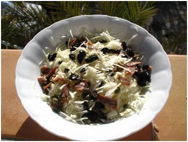 Салат из капусты с анчоусами и каперсами