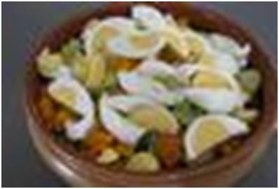 яйца и кешью  для салата из тыквы и брюссельской капусты