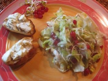 Салат с сыром фета и красной смородиной